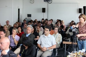 Journalists attending Shirin Ebadi's press conference Photo: deutsche welle / flickr